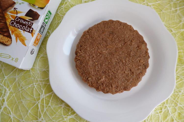 Gâteau cru moelleux au psyllium avec biscuits chocolat noir