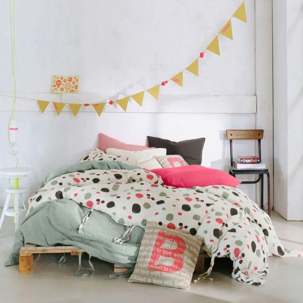 du linge de lit en lin pour la chambre. Black Bedroom Furniture Sets. Home Design Ideas