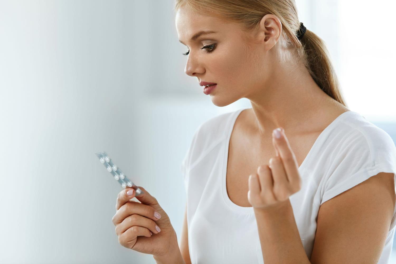 Automédication: plus utilisée par les femmes que par les hommes