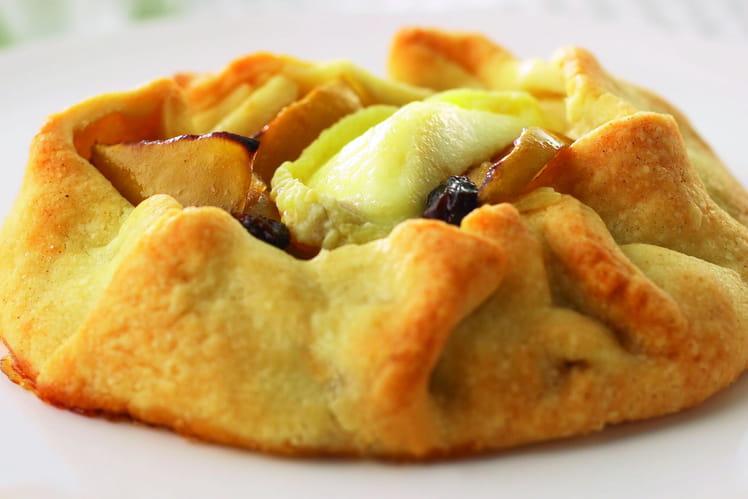 Tarte aux pommes et raisins secs avec copeaux de crottins de chavignol fondus