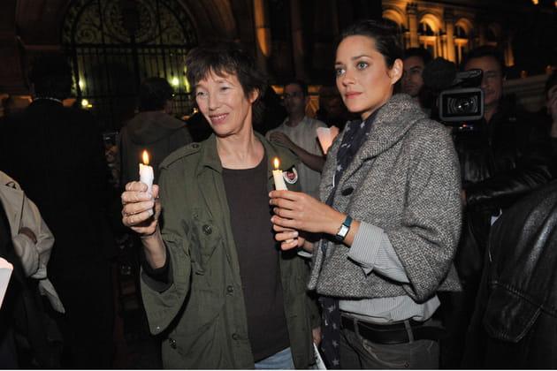 Avec Marion Cotillard en 2009lors d'un rassemblement de soutien pour une opposante au régime Birman