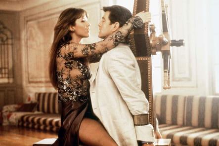 James Bond girl électrisante