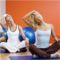 les exercices consistent en une suite de mouvements lents, par exemple du cou.
