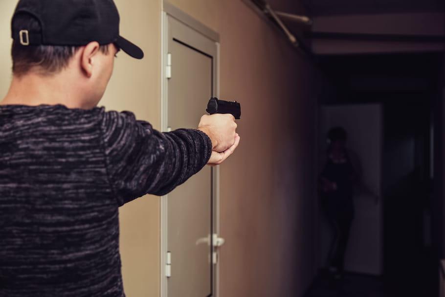 Un policier abat son ex de 3balles sous les yeux de son fils... et comparaît 3ans après