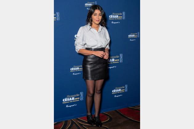 Leila Bekhti en jupe cuir