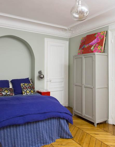 chambre boh me chic un appartement vitamin aux accents art d co journal des femmes. Black Bedroom Furniture Sets. Home Design Ideas