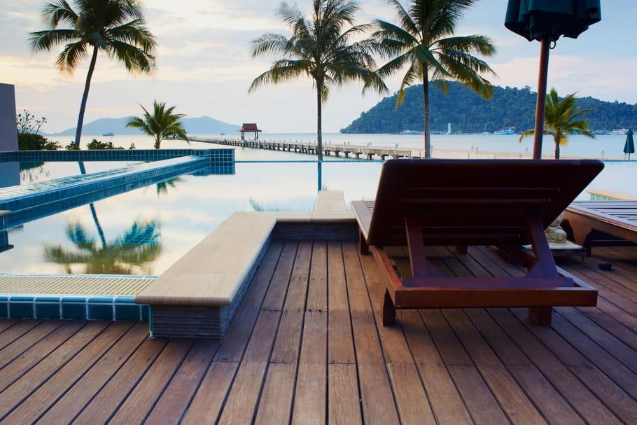 Plage de piscine: sélection, pose et entretien