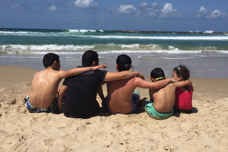 """En Israël, la vie reprend avec les enfants"""