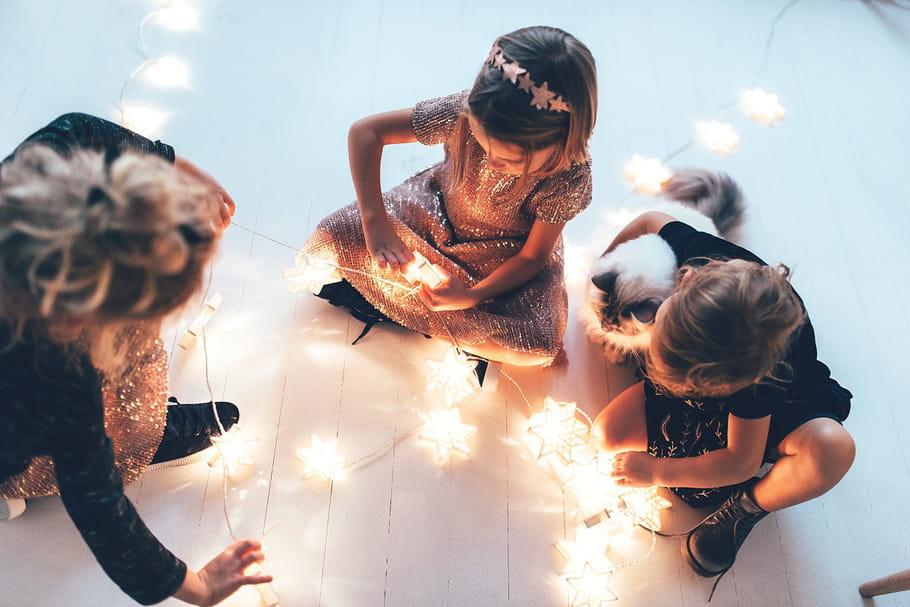 Les enfants se mettent sur leur 31pour les fêtes