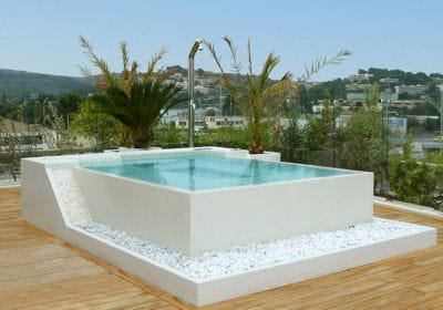 Les piscines succ s hors sol et enterr es for Construire une piscine hors sol