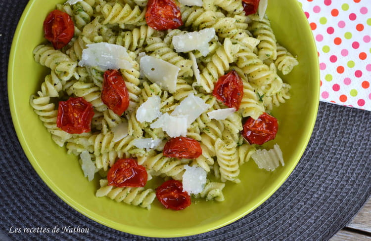 recette de p tes spirelli au pesto de ciboulette basilic tomates cerise confites et parmesan. Black Bedroom Furniture Sets. Home Design Ideas