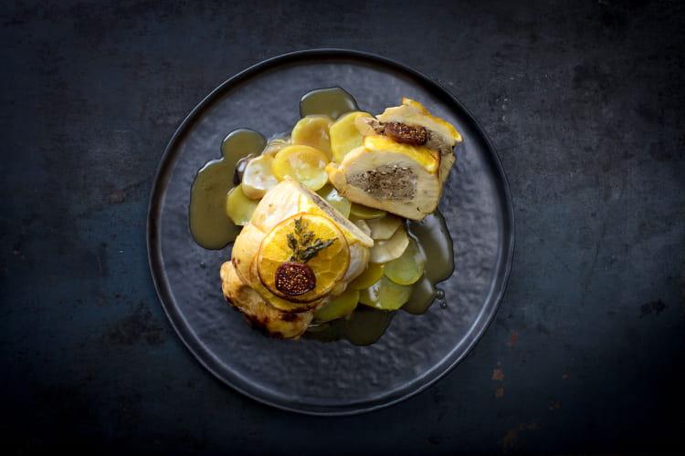 Rôti de chapon, figues et foie gras, boulangère de topinambours au foie gras et pruneaux