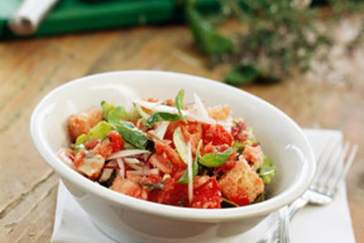Salade italienne aux tomates, oignons et pecorino
