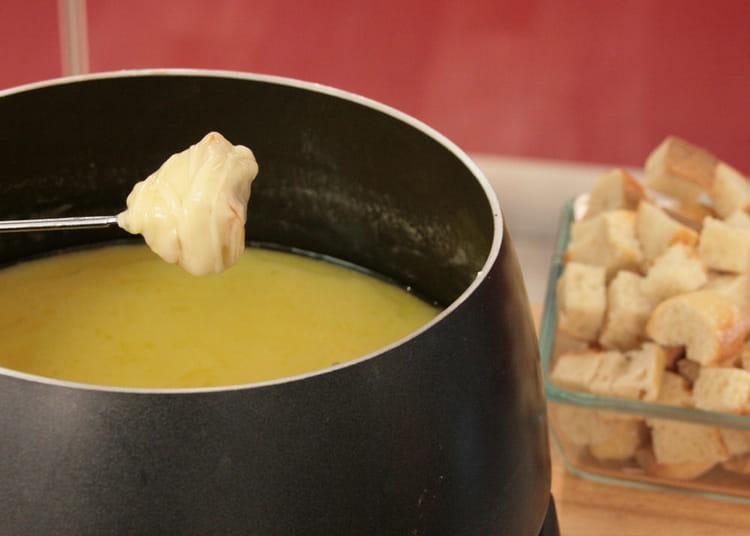 recette de fondue au fromage la recette facile. Black Bedroom Furniture Sets. Home Design Ideas