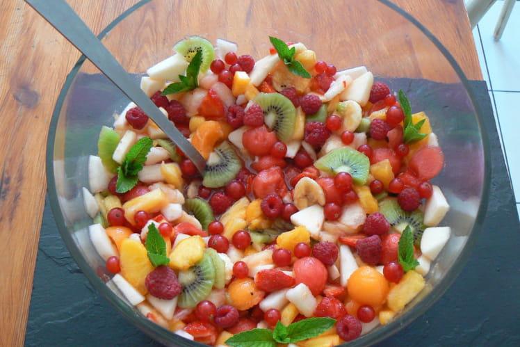 Salade de fruits d'été multicolore