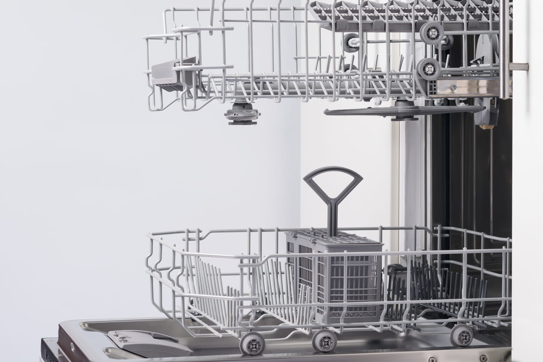 Vidanger le lave-vaisselle: conseils pour une bonne évacuation