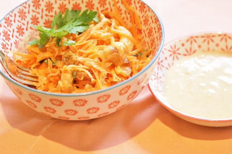Carottes râpées aux noix de cajou grillées et sauce citron tahin