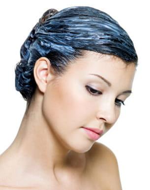 la combinaison de produits fragilise la fibre capillaire.