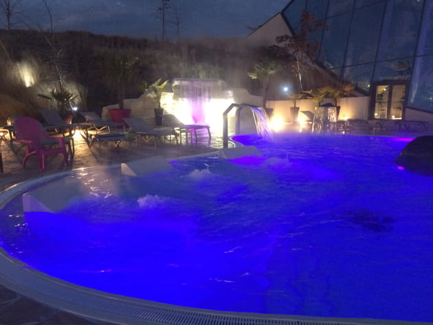 Spa extérieur de nuit