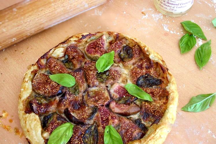 Tarte rustique aux figues, gorgonzola et basilic
