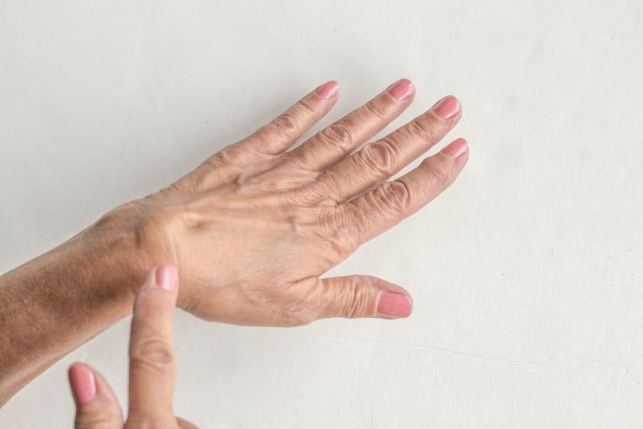 Kyste synovial (poignet, pied, genou): quand, comment l'enlever?