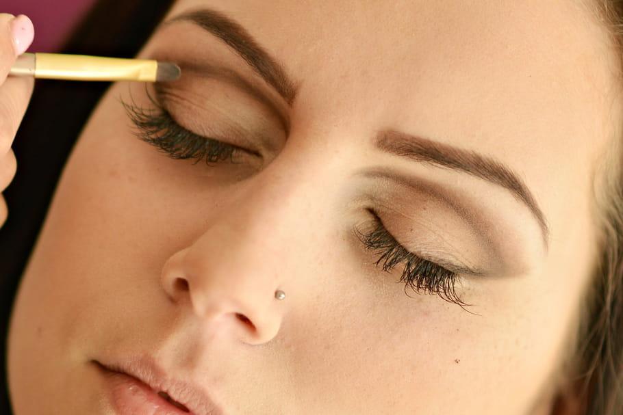 Astuces maquillage pour rajeunir son regard