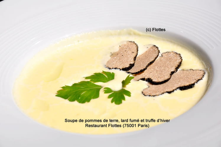 Soupe de pommes de terre, lard fumé et truffe d'hiver
