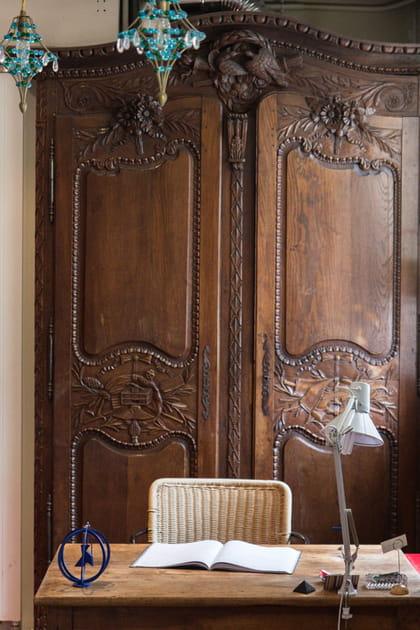 Une armoire d'époque