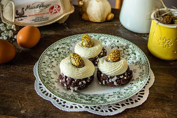 Œufs pralinés et choux au chocolat, vanille, framboise