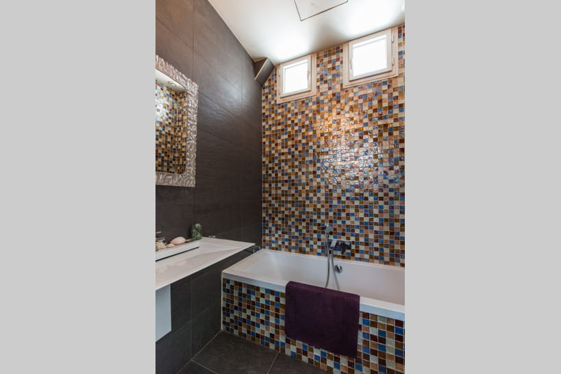 salle de bains avec mosaque