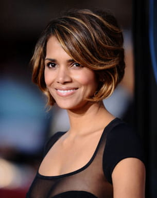Les looks coiffure d 39 halle berry le carr balay - Coupe courte halle berry ...