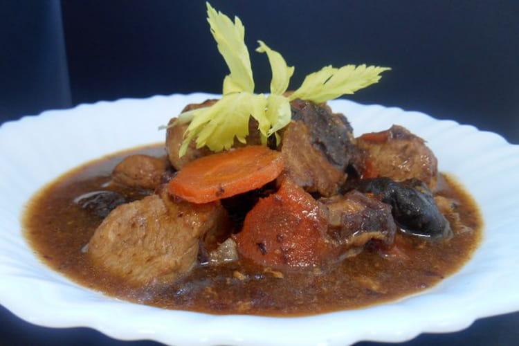 Recette de saut de porc aux pruneaux la recette facile - Cuisiner un saute de porc ...