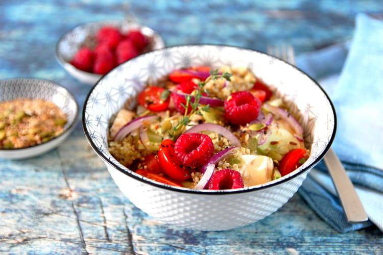 Salade healthy au quinoa, légumes et framboises