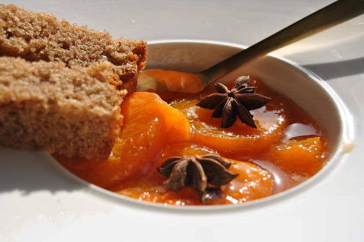 Pain d'épices et compotée d'abricots