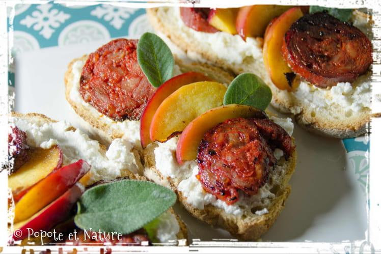 Tartines au chorizo, à la pomme, au chèvre frais et à la sauge