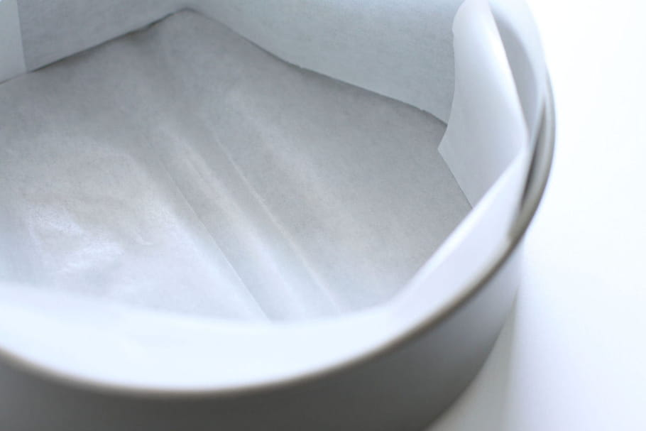 Comment chemiser un moule de papier cuisson ?