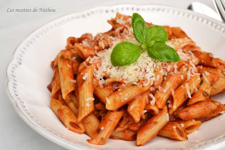 Pâte Penne à la tomate, mozzarella et basilic
