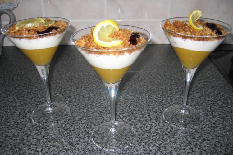 Verrine mangue-yaourt, crumble à la noix de coco