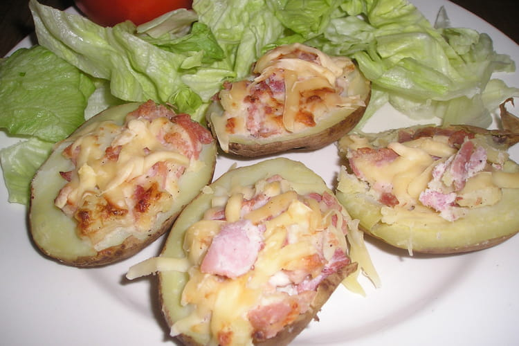 Pommes de terre farcies au jambon, crème et fromage
