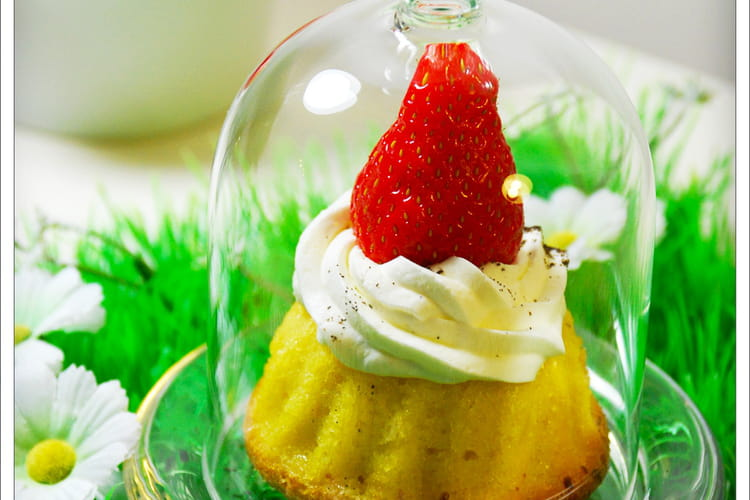 Petits gâteaux nid de Pâques amande-chantilly vanille-fraise