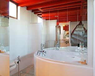 la salle de bains du mas du versadou