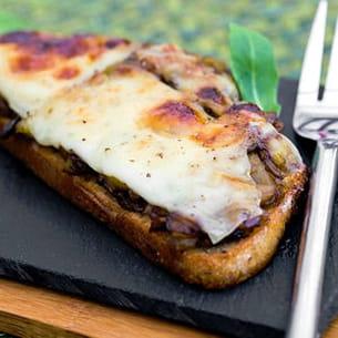 tartines d'aubergine et de brocciu
