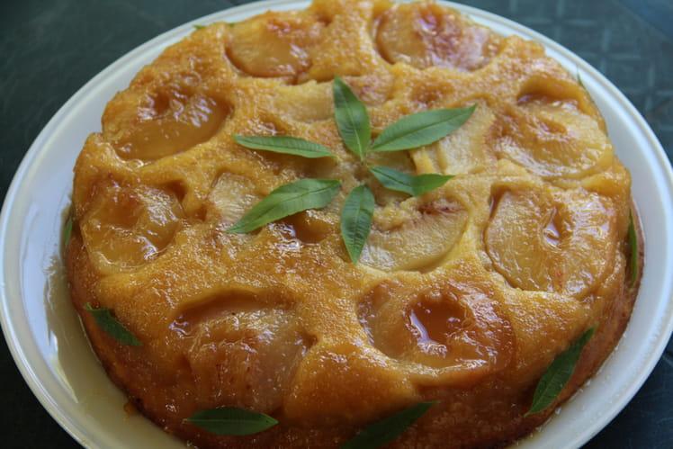 Gâteau renverse aux pêches blanches et au miel de tournesol du Gatinais