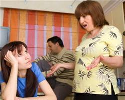 la relation mère-fils peut gêner la relation belle-mère belle-fille