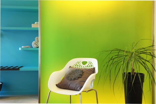Harmonie de turquoise et jaune vif