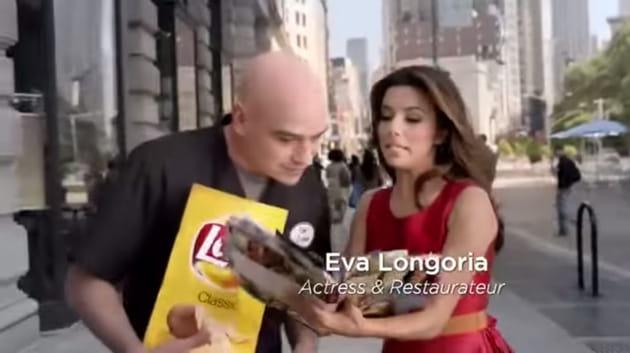 Eva Longoria craque pour Lay's