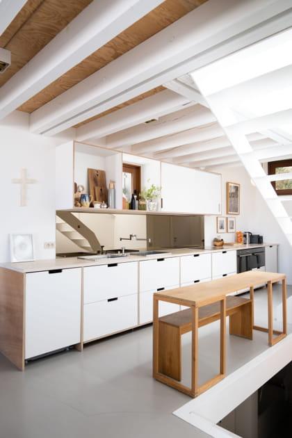 Une cuisine en I aussi belle que fonctionnelle