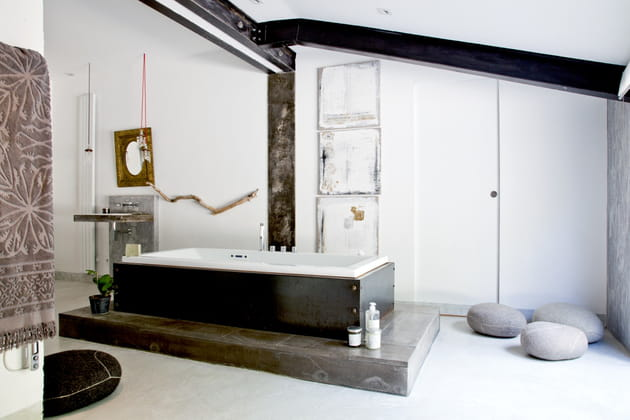 Grande salle de bains zen