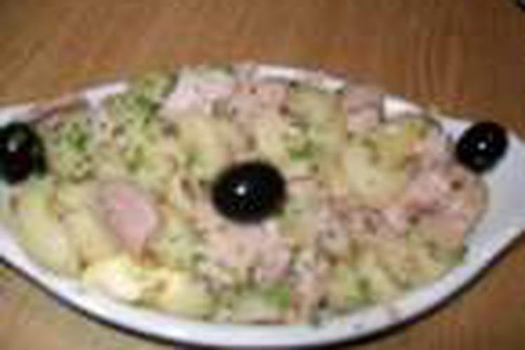 Pâtes au thon, olives noires et herbes fraîches