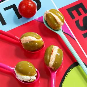 bonbons d'olives vertes au fromage de chèvre frais